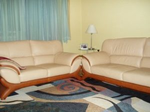 Перетяжка кожаной мебели в Сальске